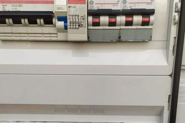 quadro-elettrico2D405C837-B67E-0CA3-A4A7-0DDCF2AC3BDA.jpg